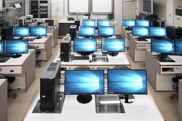 デュアルモニター実習室
